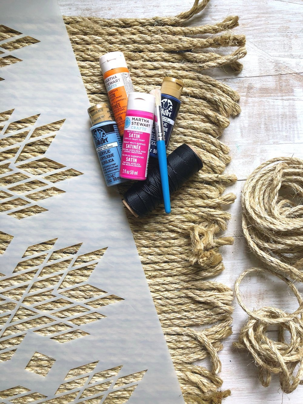How to Make Your Own Large Boho Jute Rope Rug + How to Stencil on a Rug #homedecor #juterope #rugdiy #stencil #boho #easydiy #bohostyle