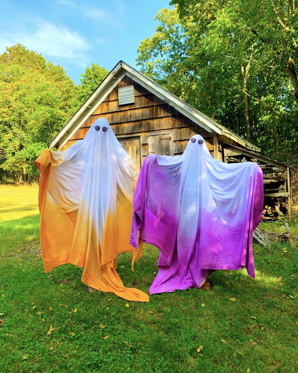 Dyeing Halloween Costumes With Rit Dye - Give new life to something old with a quick rit dip! #ritdye #dyeing #upcycle #oldclothes #gaycouple #recycle #halloween #halloweencostumes #dyeingclothes #howtodye #halloweendiy #ghost #ombre #gayghosts #homemadecostume #costumediy #couplescostume