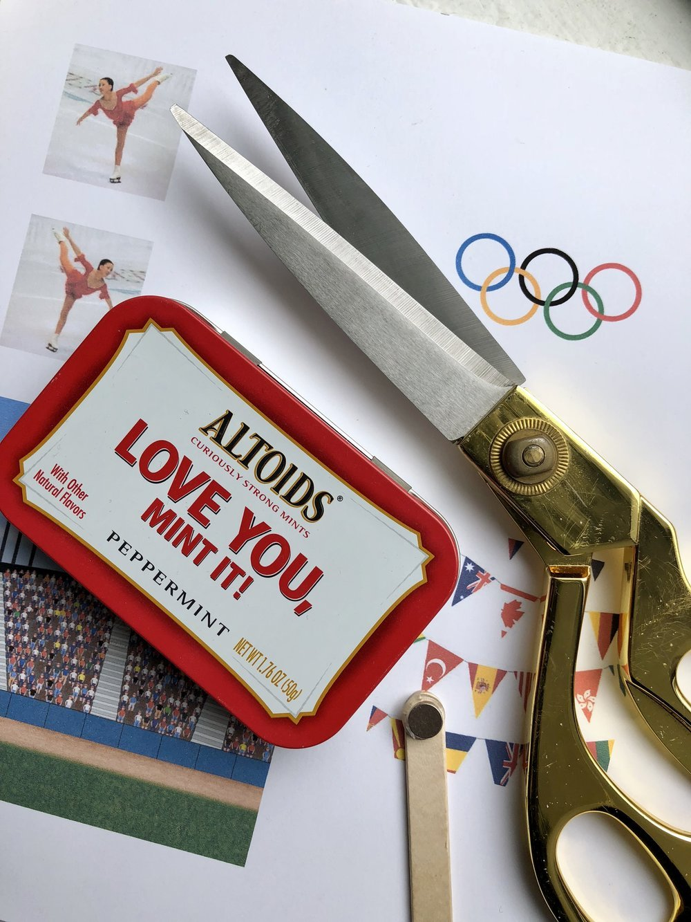 Turn an Altoid tin into an interactive figuring skating rink featuring the one and only Michelle Kwan!!! #olympics